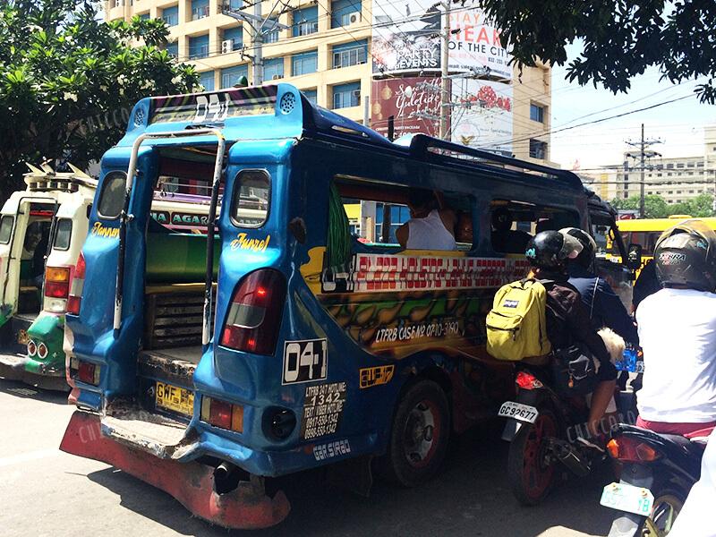 フィリピンのジプニー(Jeepney)