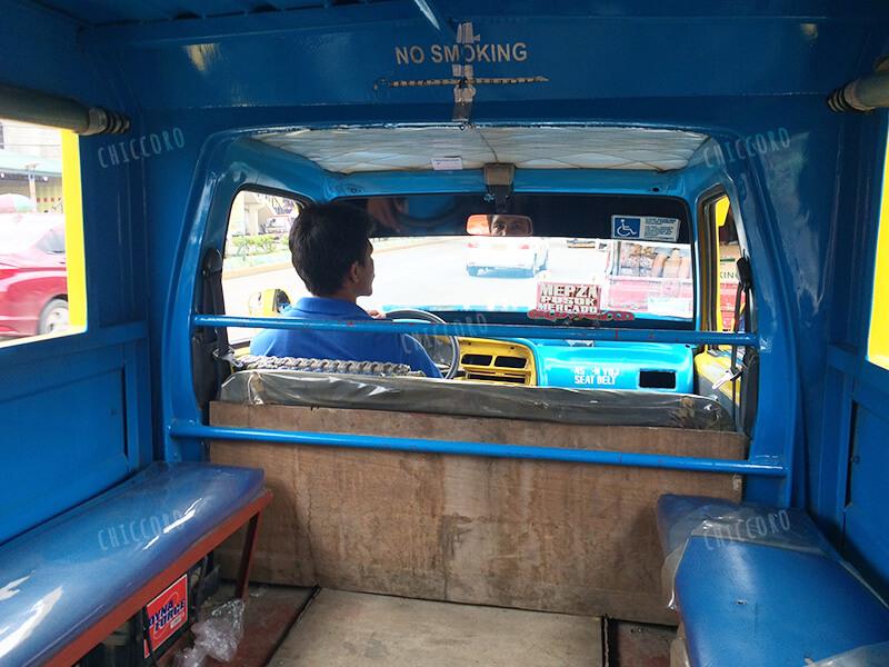 フィリピンのジプニー(Jeepney)の中