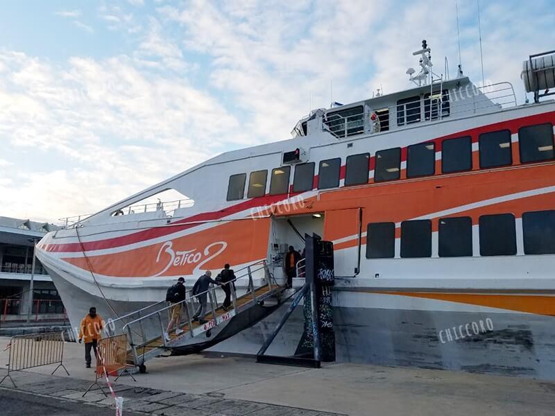 ヌメアからイルデパン行の船(フェリー)Betico2