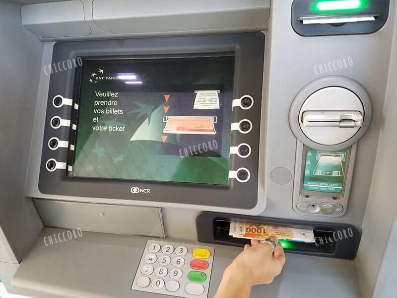 ニューカレドニアのATMの使い方④お金をゲット